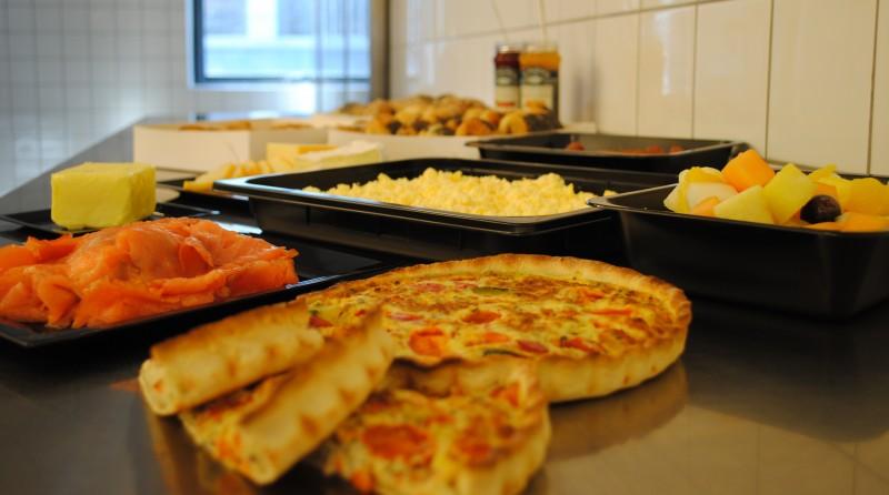 Bestil lækker brunch-buffet ud af huset til billige priser